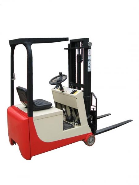 平衡重式电动叉车